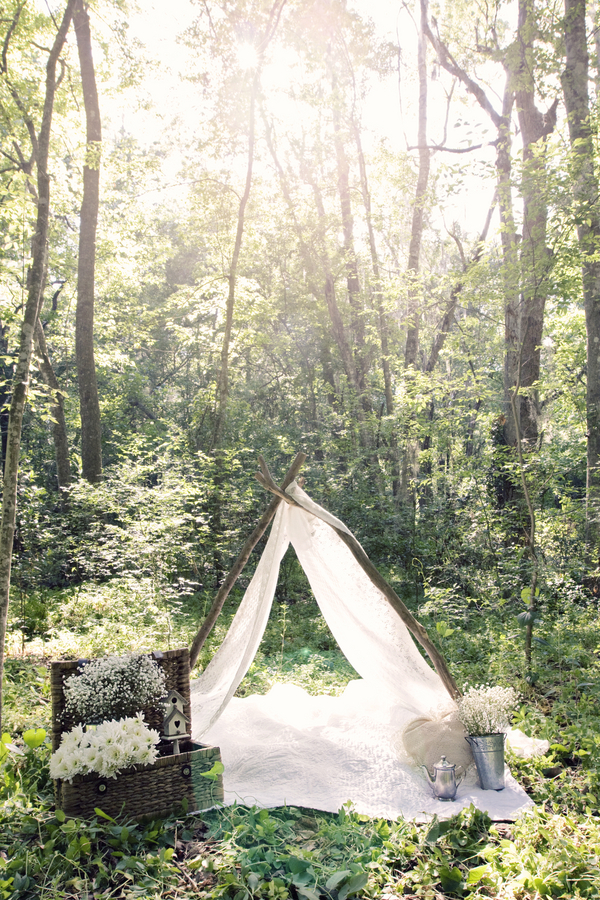 unique alternative engagement shoot camping tee pee outdoor woods wood woodland eco friendly green white babys breath retro vintage rustic banjo ethereal fiance fiancee chic shot studio 1